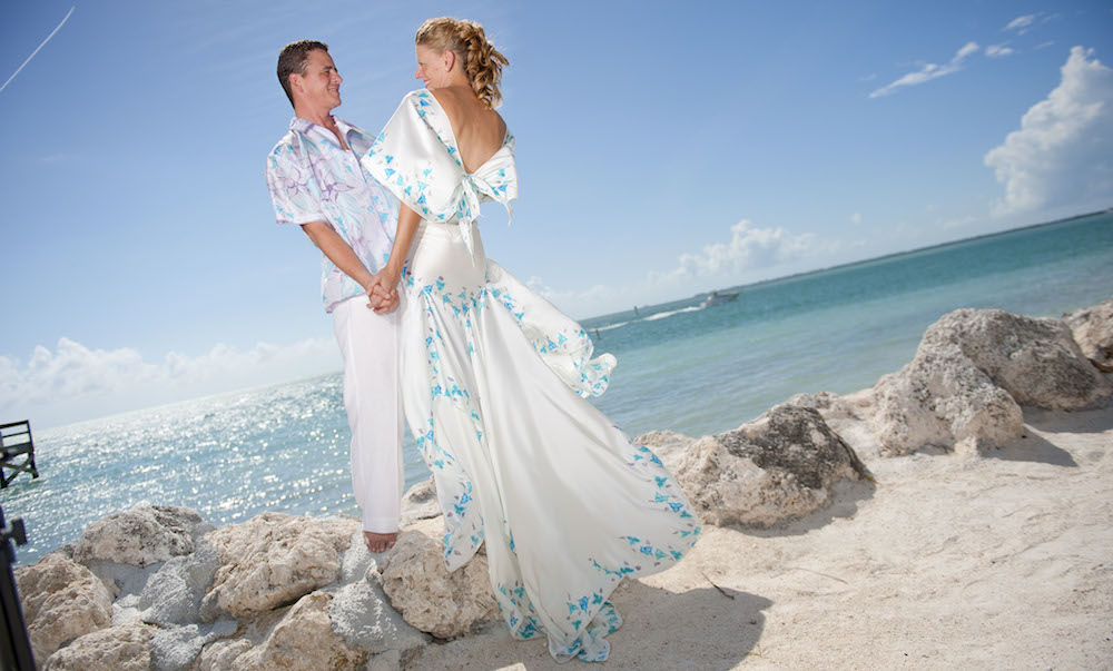 003_Aloha_Shirts_Look1_with_bride_perfect_beach_wedding_attire_groom_groomsmen_1000 x 604